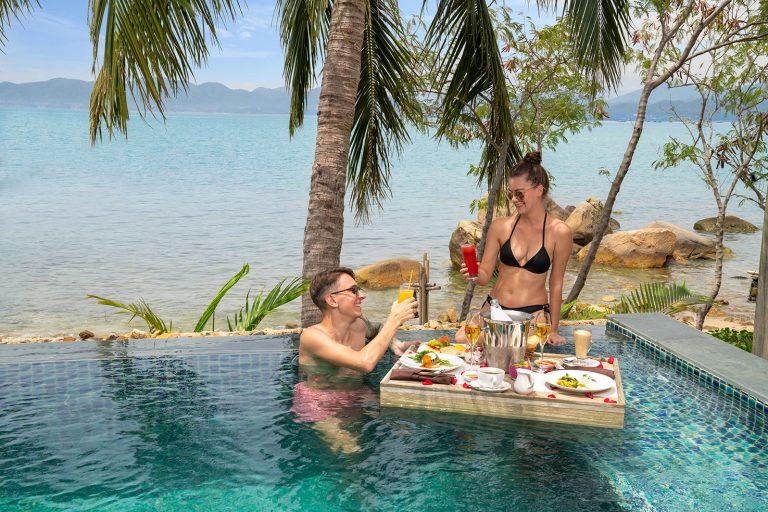 nvb-honeymoon-couple-swimming-pool
