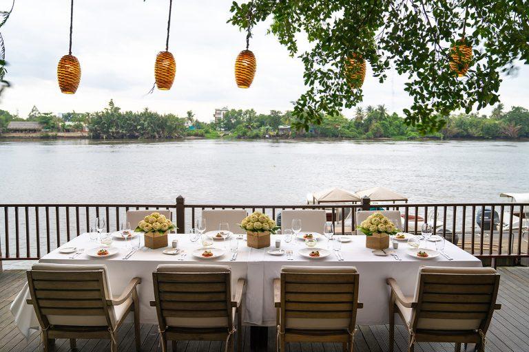 saigon-river-wedding-couple-front-river-nature